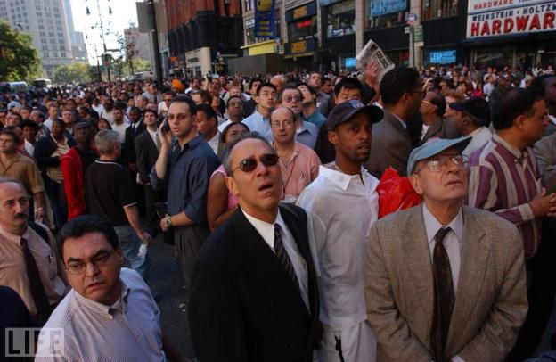 Spencer Platt/Getty Images A crowd in Lower Manhattan look up with fear as the Wold Trade Center burns.